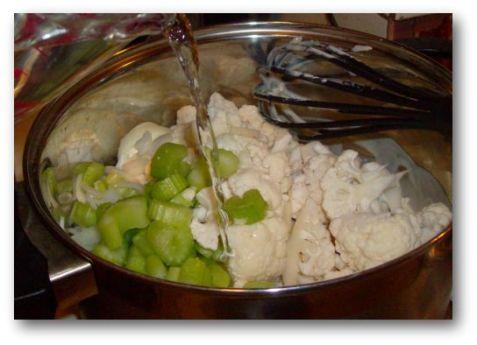 cauliflower-pesto-soup-2