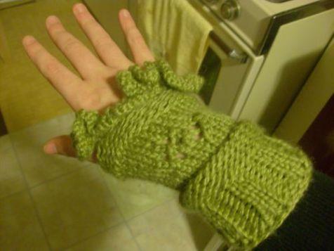 lettuce-flower-wristwarmers